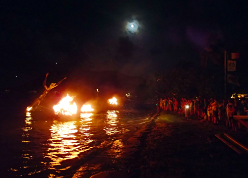 People enjoying the fire sculptures at Trellis Bay. Photo by Daniel Mejia